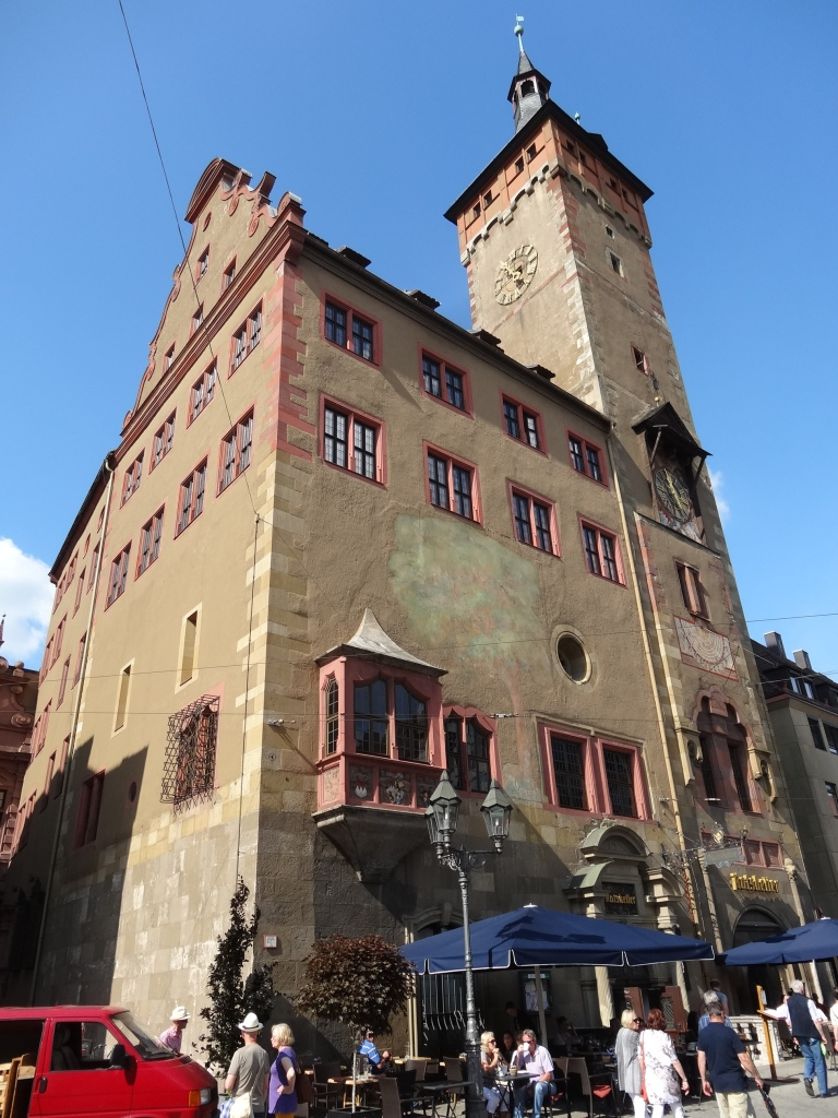 The Rathaus was built in 1180