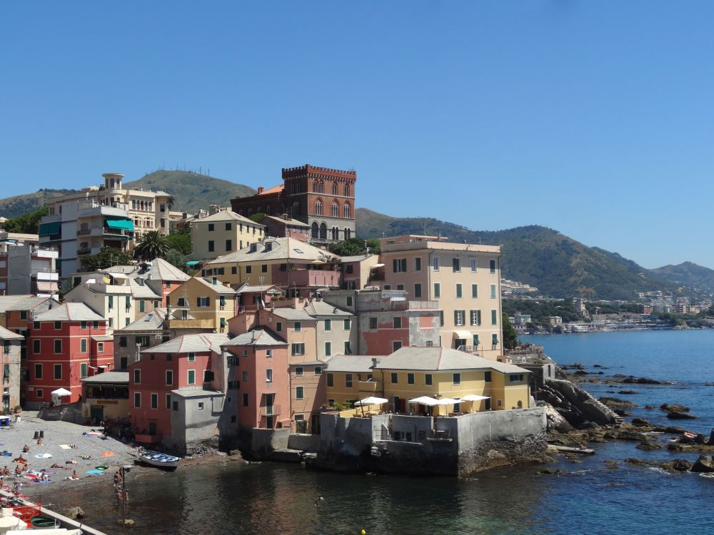 Boccadasse's colorful houses